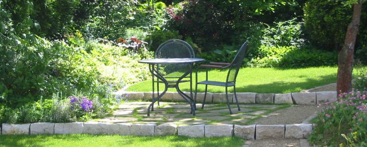 Terrassengestaltung mit kleinem Wasserbecken | Gärten zum Träumen